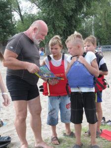 В последние дни лета дети и подростки в Новомосковске могли покататься на байдарках