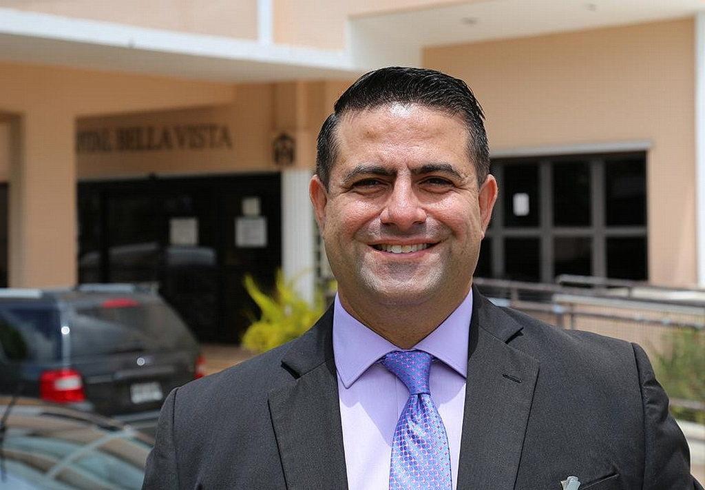 Луис А. Ривера, администратор Больницы Белла-Висты и казначей церкви в Пуэрто-Рико. [Фото: Либна Стивенс, Интер-Американский дивизион]