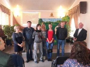 Выступление кукольного театра и молитву посвящения подарила церковь детям в Обуховке
