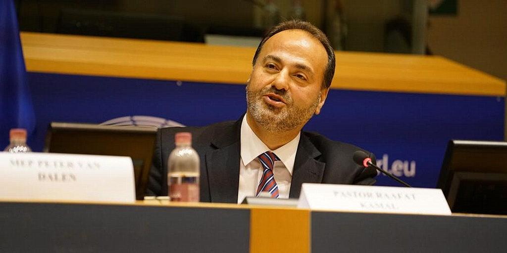 Президент адвентистской церкви в Трансъевропейском дивизионе Раафат Камаль говорит перед Европейским парламентом в Брюсселе, Бельгия, 17 октября. [Фотография: Новости Трансъевропейского дивизиона]