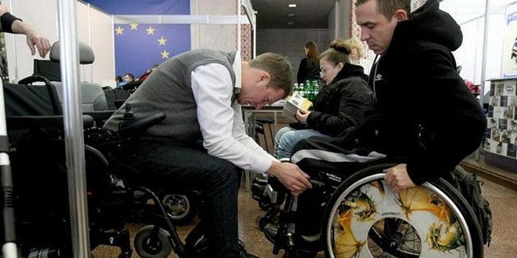 Тренінг, на якому навчалися робити заміри тіла людини з інвалідністю