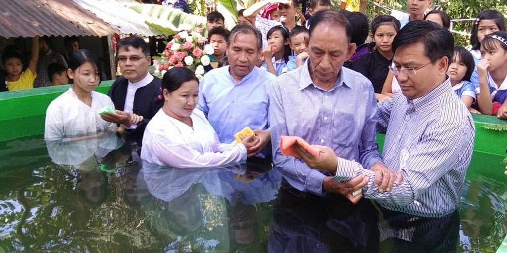 Президент церковного дивизиона крестил своего отца
