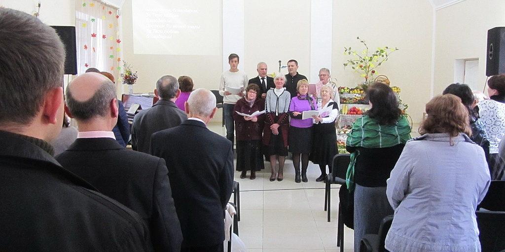 Вторая Криворожская община благодарила Бога в обновленном помещении