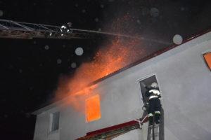 Своевременная раюлта спасателей остановила пожар