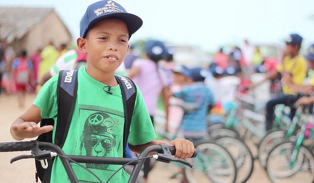 Джаньет Давид Гутьеррес был среди 400 детей, которые получили новый велосипед. [Фото: Северный колумбийский унион, Новости Интер-Американского дивизиона]