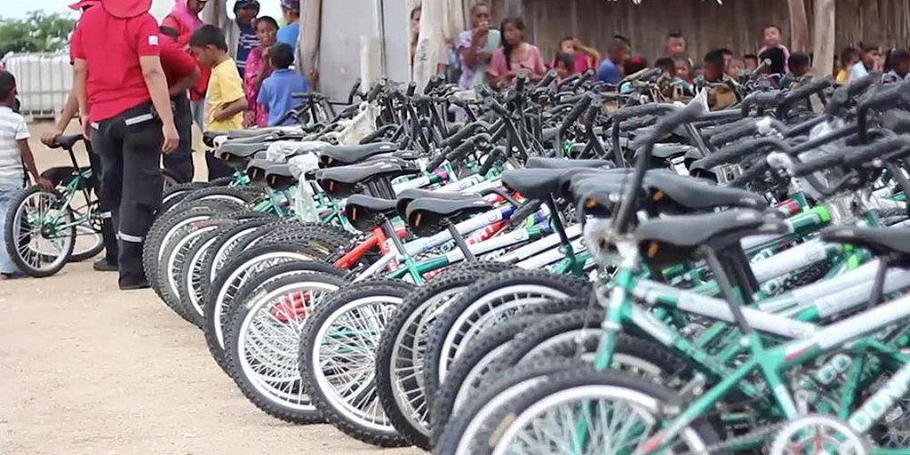 В Колумбии адвентисты раздали нуждающимся семьям 400 новых велосипедов