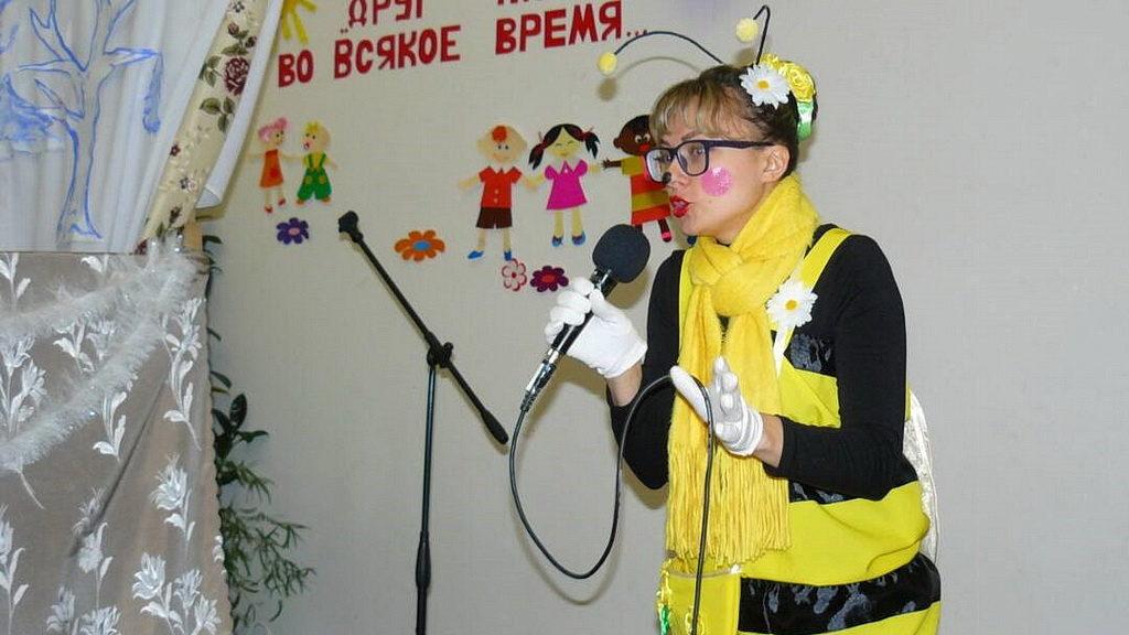 Пчёлка привезла Новогодние подарки в дом инвалидов