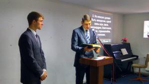 Пастор Руслан Валеев поздравляет Артема Козыря