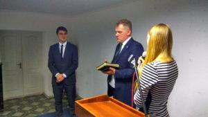 Поздравление глухого пресвитера Вячеслава Манякина переводит его дочь Елена