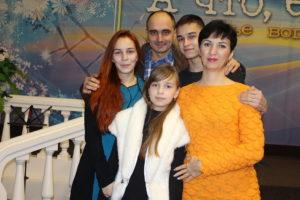 Алина с семьей