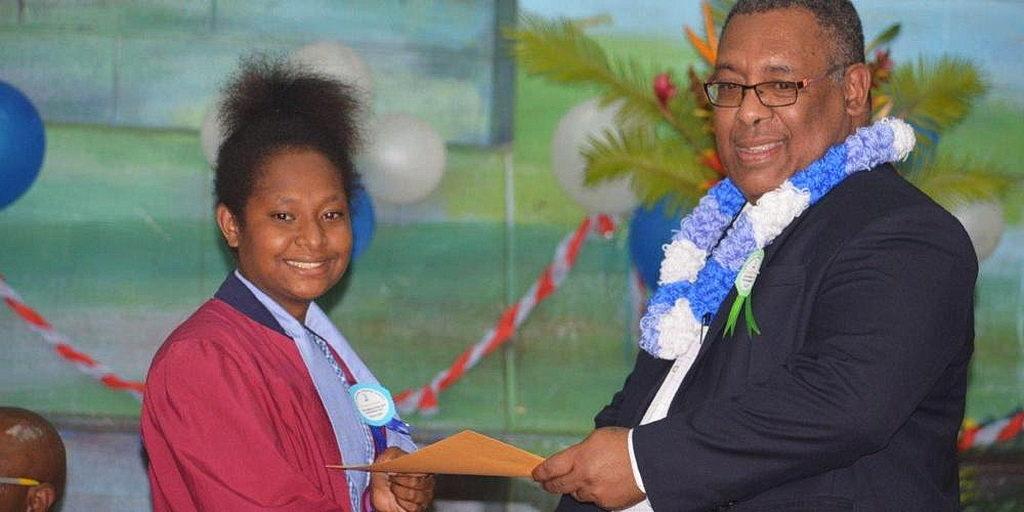 Начальная школа Папуа-Новой Гвинеи провела рекордную церемонию вручения дипломов