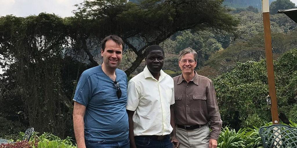 Два врача помогают в лечении эпилепсии в Малави