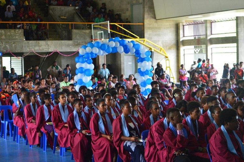 8-миклассники на церемонии. Адвентистская Начальная школа Carr Memorial выпускает 195 студентов, рекордные для школы. [Фото: Adventist Record]