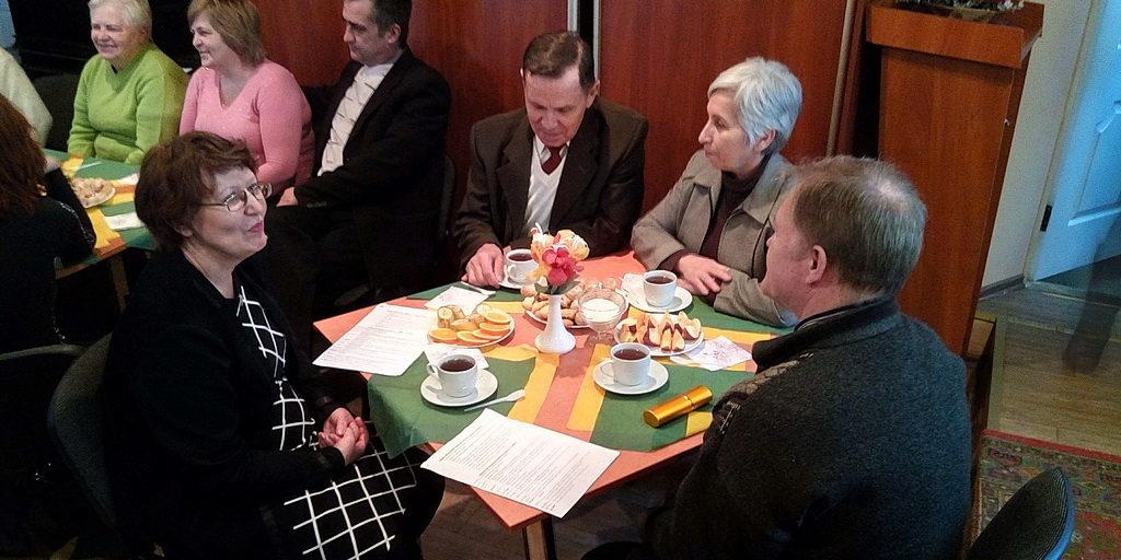 В семейном клубе города Каменское говорили о семейных традициях