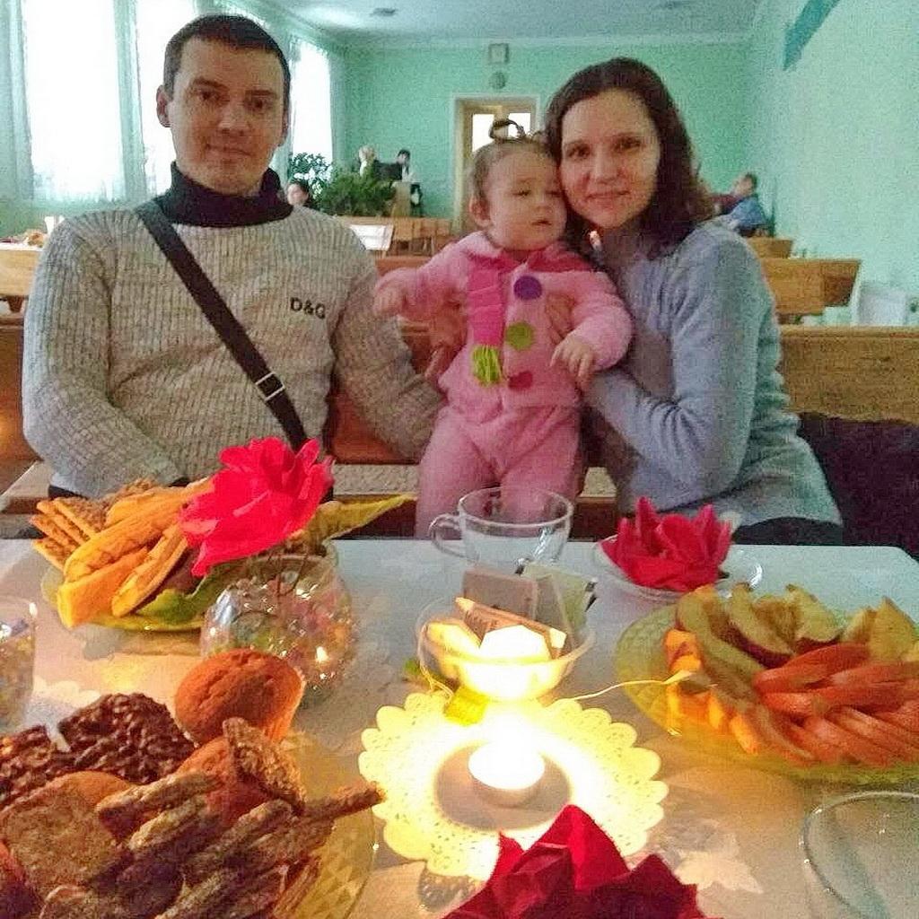 """В здании второй адвентистской церкви Харькова прошла встреча для супружеских пар, на которой говорили о """"романтике в браке"""""""