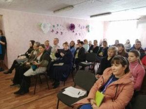 Детские руководители и учителя собрались вместе для обучения