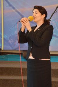 Ирина Бегас поет перед крещением