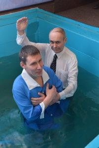 Крестит Василий Ивашкив