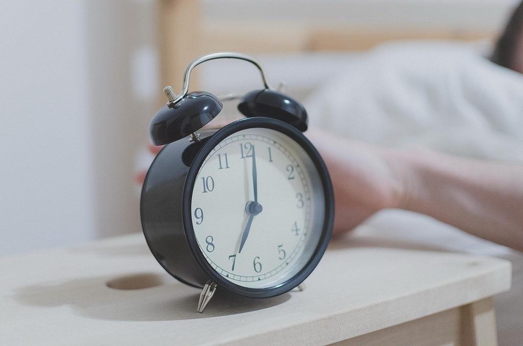 Здоровий сон: скільки годин треба спати і чим небезпечне недосипання