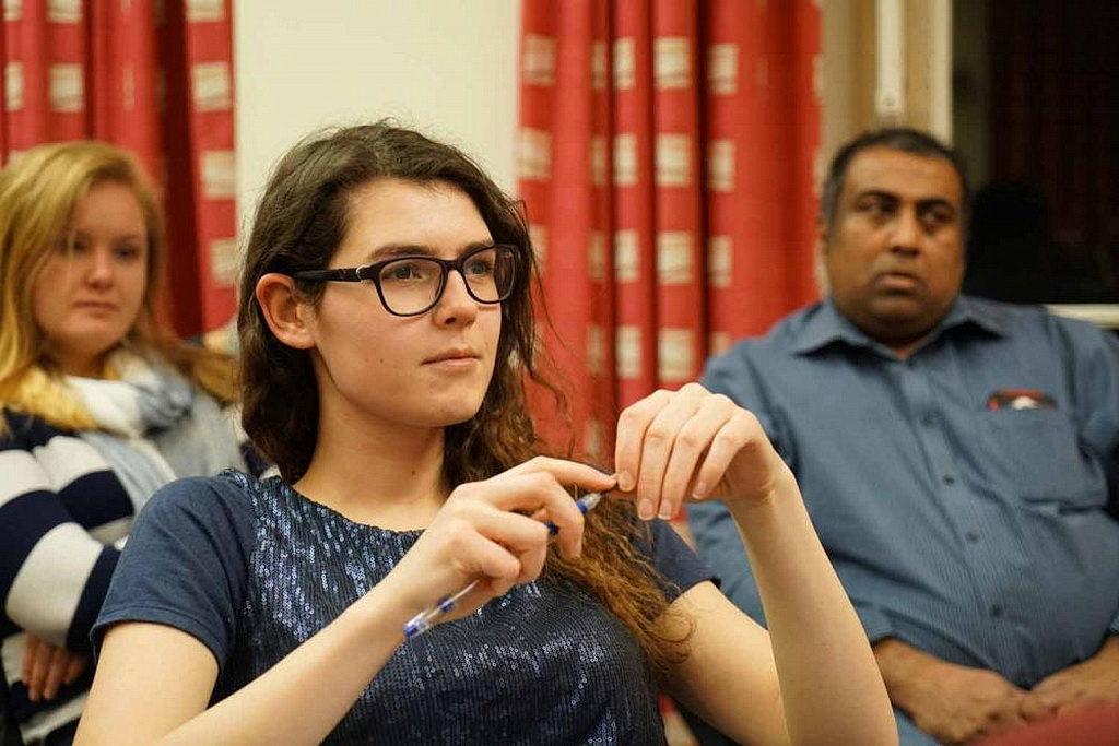 Студенты колледжа Ньюболда и более широкое образовательное сообщество посетили лекцию Хатчингса, которая транслировалась. [Фото: Виктор Хулберт, Новости Транс-Европейского дивизиона]