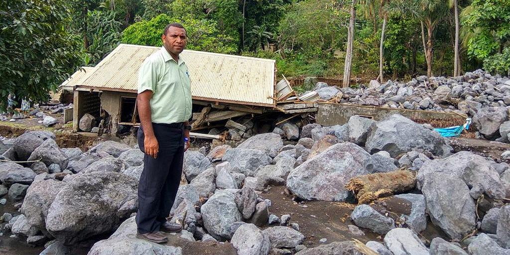 Внезапные наводнения разрушили адвентистскую деревню в Вануату