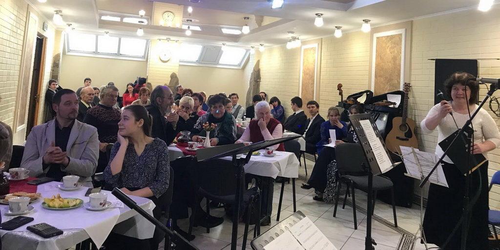 Старые песни о главном напомнили жителям Харькова о настоящих жизненных ценностях