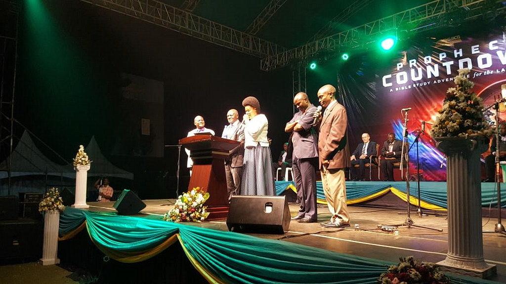 Важные угандийские государственные чиновники посетили программу в Кампале, включая некоторых членов Церкви адвентистов седьмого дня. [Фото: Новости Миссии Униона Уганды]