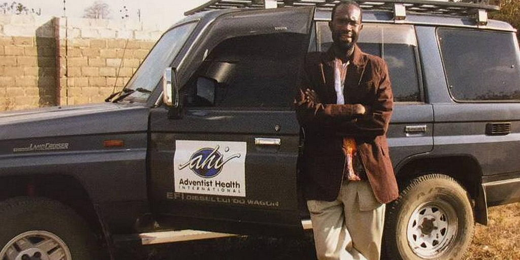 Эдвард Мартин молился о своей цели за рубежом, что привело к служению в Африке и Гаити. [Фото: журнал Scope, новости университета Лома-Линда]