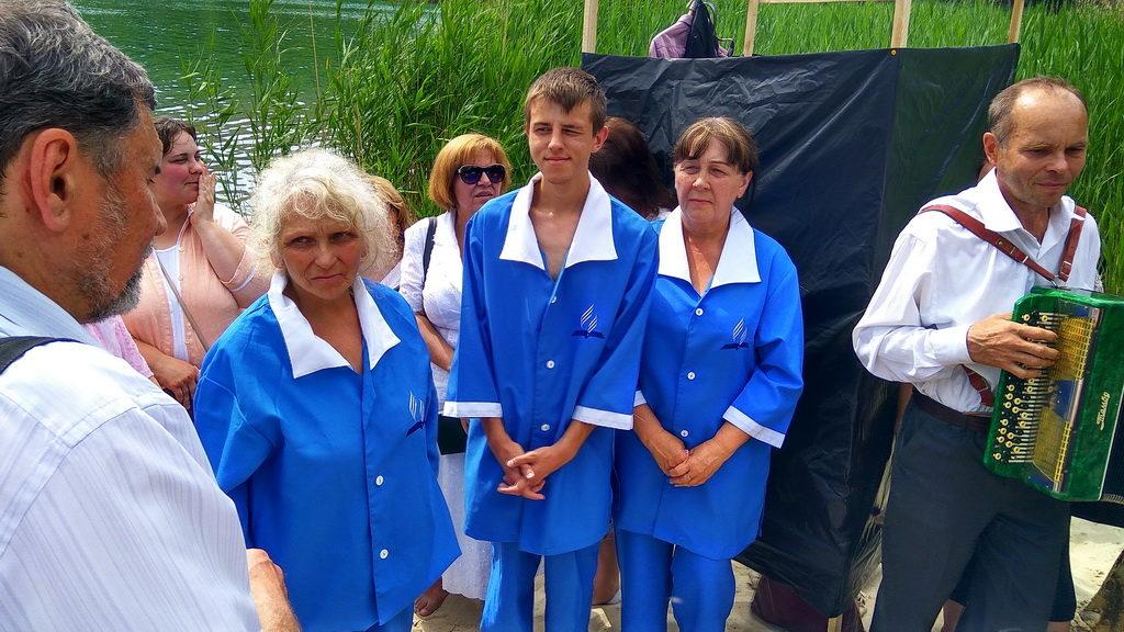 Три человека заключили с Богом завет через крещение в Кривом Роге