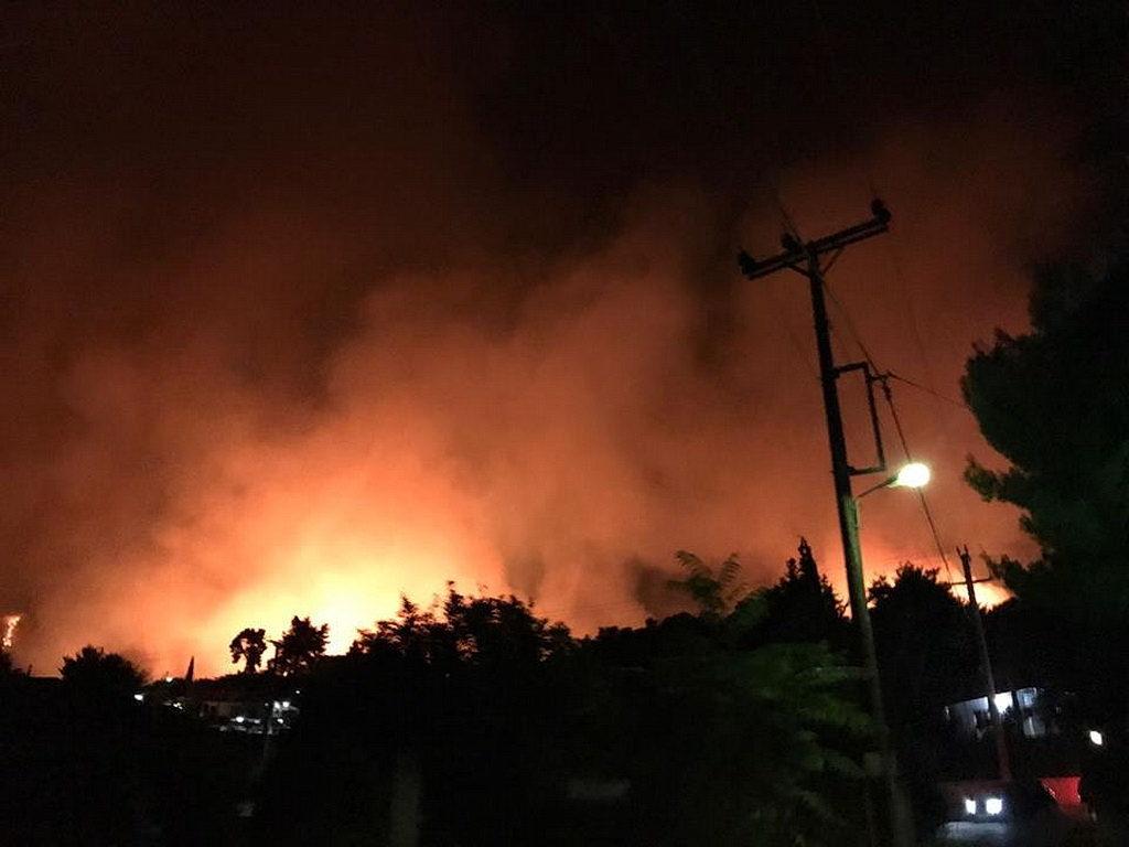 Вид из адвентистского молодежного лагеря в Каламосе, Греция, во время пожара 2017 года [фото: Новости Трансъевропейского дивизиона]