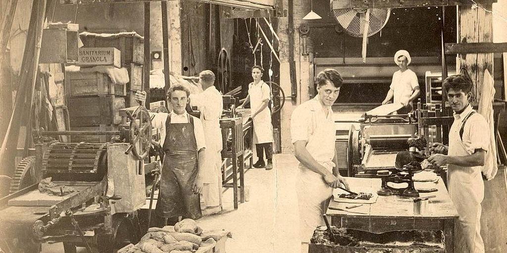 Фабрика здорового питания в Коранбонге, Новый Южный Уэльс, открылась в 1899 году. [Фото: Adventist Record]