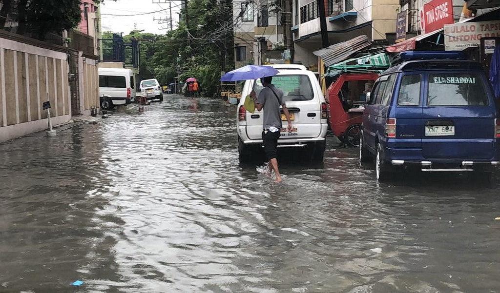 Сезон дождей в Маниле (Фото: Новости служения «Так Написано»)