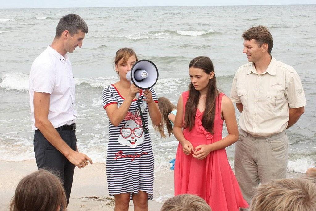 Двое подростков крещены на детском лагере