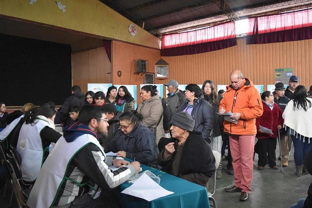 Люди из 14 местных сообществ в южном Чили выстроились в очередь, чтобы получить бесплатную медицинскую помощь в однодневной клинике, организованной Pastoral Health, волонтерской группой из адвентистской Клиники Лос Ángeles. [Фото: Новости CLINALA]