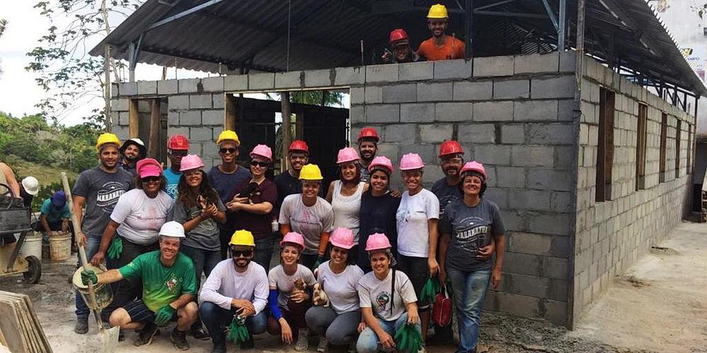 Волонтеры Адвентисты седьмого дня Adventist Volunteer Services Южно-Американского дивизиона (SVA) собрались на недавнем проекте церкви в штате Баия, Бразилия. [Фото: Новости Южно-Американского дивизиона]