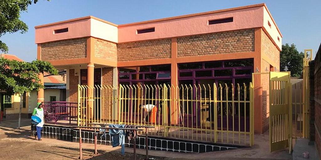 Новый центр физиотерапии в Общественном центре Ubumwe в Руанде открылся в апреле 2018 и, как ожидают, поможет многим детям получить физиотерапию на регулярной основе. [Фотография: Канадский Адвентистский Вестник]