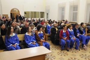 Перед крещением в зале церкви
