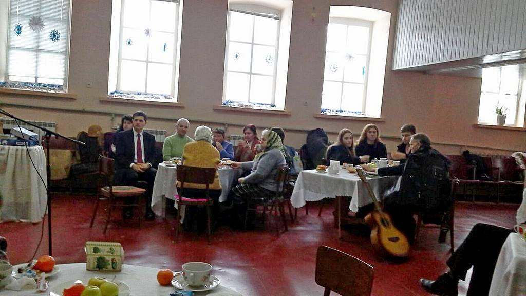Члены Лозовской общины пригласили друзей в церковь