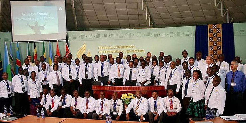 Члены Исполнительного комитета Восточного Центрально-Африканского дивизиона выслушали доклад секретаря дивизиона Алена Корали, в котором говорится, что число крещеных членов по всему региону в настоящее время превышает четыре миллиона. [Фото: Новости Восточного Центрально-Африканского дивизиона]