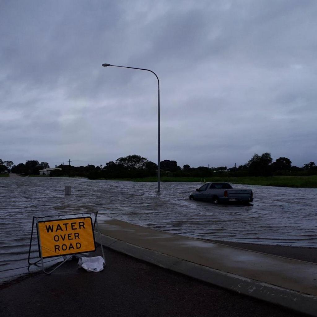 Затопленная дорога в Таунсвилле, Квинсленд, Австралия, 3 февраля 2019 года. [Фото: Шон Тейлор, Adventist Record]