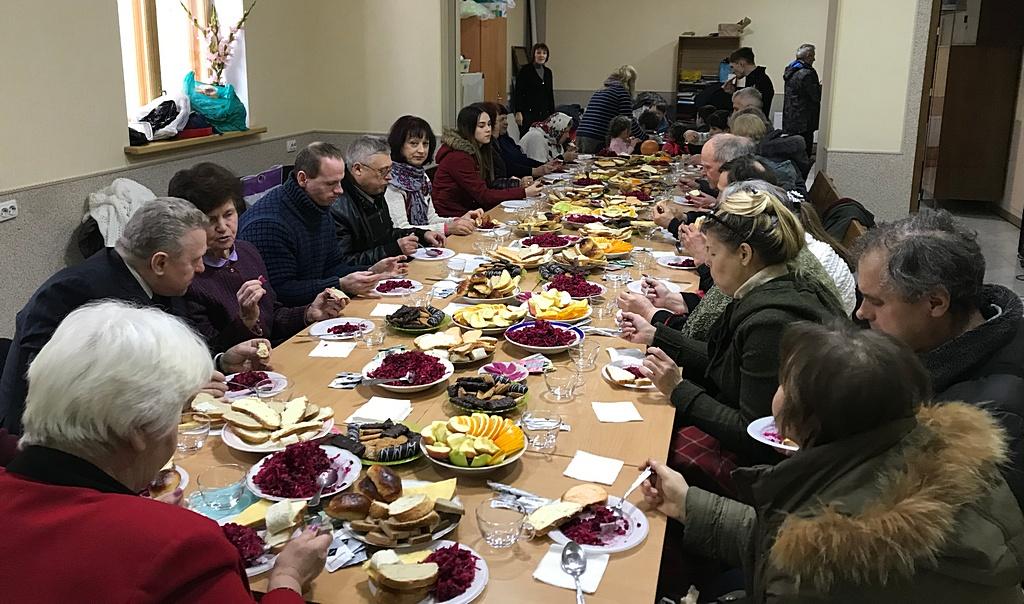Вторая харьковская община объединяется и планирует служение во время дружеских обедов