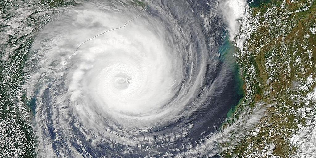 Ураган Идай у побережья Мозамбика. [Фото: Национальное управление океанических и атмосферных исследований - NOAA]