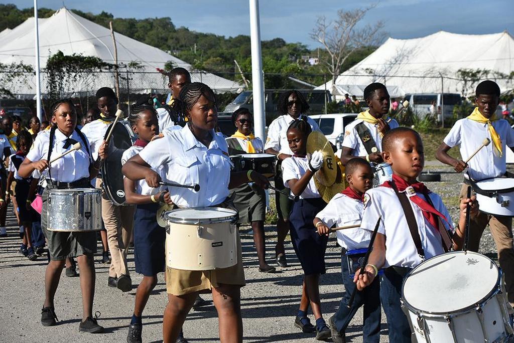 Следопыты играют на барабанах, направляясь к главному стадиону в многоцелевом комплексе Трелони во время молодежного лагеря униона Ямайки в Джамбори, который состоялся 18-22 апреля 2019 года. Более 4000 молодых людей собрались на четырехдневное мероприятие под названием «YEA4Jesus, Youth Engaged» в действии за Иисуса». [Фото: Майкл Флетчер, унионная Миссия Ямайки]
