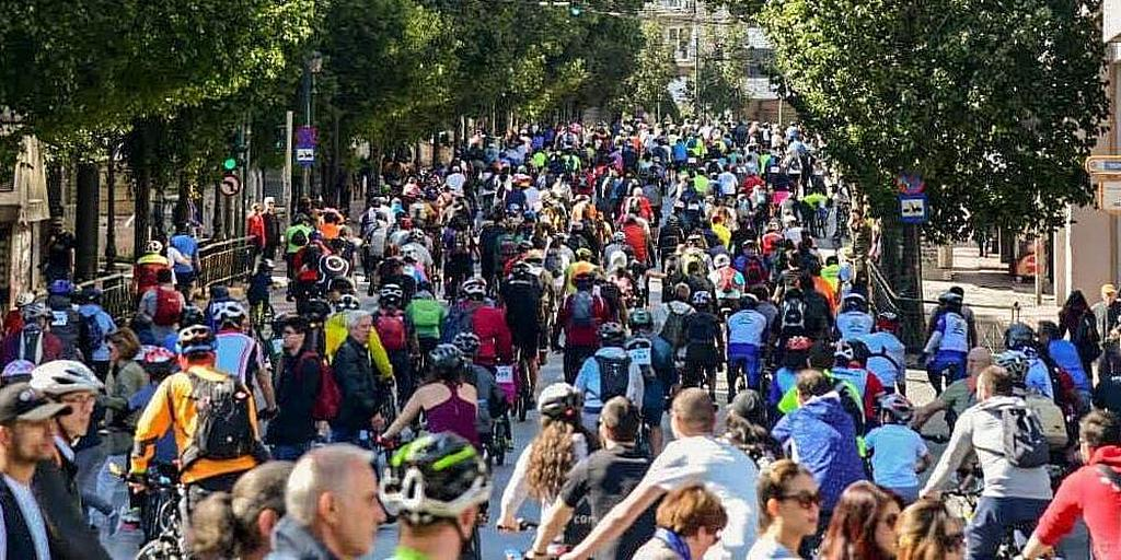 Велосипедисты-адвентисты рассказывают о Христе во время велопробега по Афинам