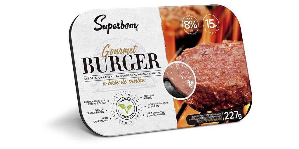 Как и другие продукты, выпускаемые и выпускаемые Superbom в Бразилии в последние годы, новый Gourmet Burger изготовлени из гороха и полностью веганский. [Фото: Superbom]