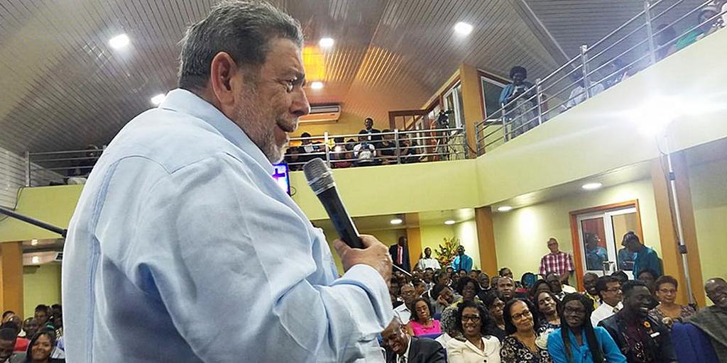 Премьер-министр высоко оценил работу адвентистской церкви в Сент-Винсент