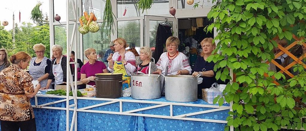 Адвентисты Славянска участвовали в городском Фестивале Борща