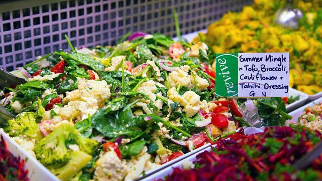 Многие из блюд, предлагаемых в кафе Revive, являются оригинальными рецептами, которые находятся в кулинарных книгах Диксона. [Фото: Adventist Record News]
