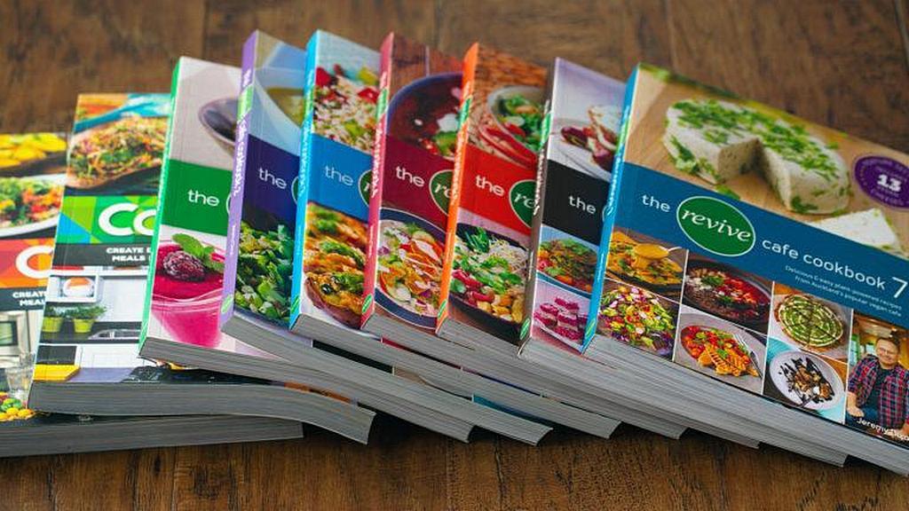 Служение Возрождения уже выпустило девять кулинарных книг здоровых оригинальных рецептов. [Фото: Adventist Record News]