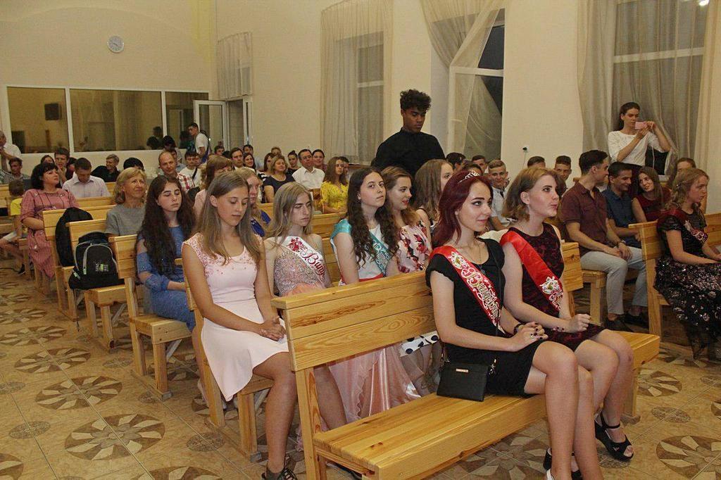 Адвентистская молодежь провела в Днепре выпускной вечер